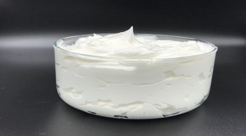 Preparation for powder light whipped cream