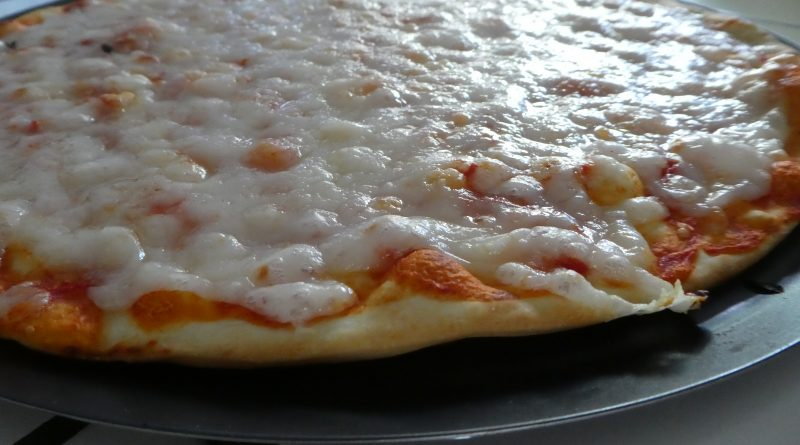 Thanks to our R&D Center, we provide a premix for pizza cheese. Then, pizza cheese is part of our many application for cheese analogues that we can supply. Here are the advantages of using our premix for pizza cheese : Easy to use Cost optimization Tailor made Additional product : Anti caking for Grated Cheese and also Heat resistence.